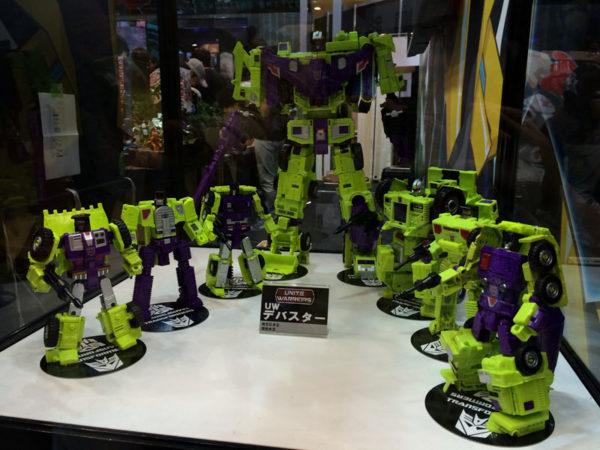 UW04 Unite Warriors Devastator